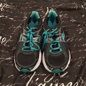Saucony Barely Used Black and Teal Sneakers